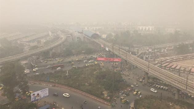 A dense blanket of fog envelops Anand Vihar on Tuesday.(Ravi Choudhary / HT Photo)
