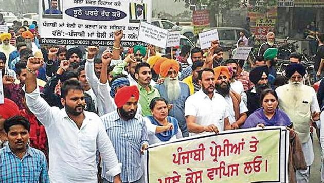 Protesters seeking the release of arrested leaders in Bathinda on Monday.(HT photo)