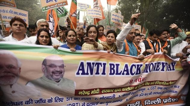 Bharatiya Janta Party leaders and workers take out an 'anti-black money' rally to mark one year of demonetisation.(Burhaan Kinu/HT PHOTO)