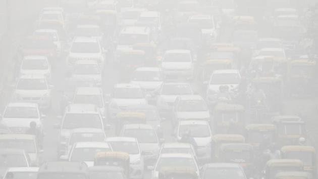 Vehicles drive through heavy smog in Delhi on November 8.(REUTERS)