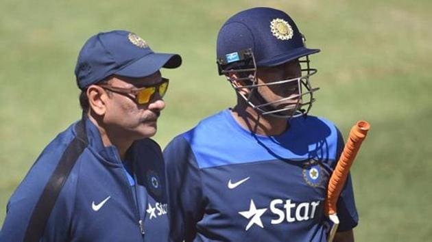 Ravi Shastri has lashed out at MS Dhoni's critics, saying that there are a lot of jealous people who want the former Indian skipper out of the Indian cricket team.(AFP/Getty Images)