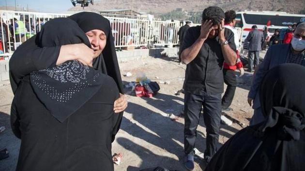 People react following an earthquake in Sarpol-e Zahab county in Kermanshah, Iran on Monday.(Reuters)