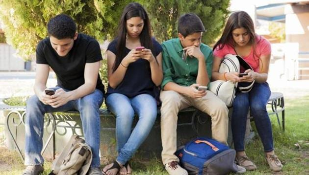 Suicidal feelings due to smartphones may affect girls more than boys.(Shutterstock)