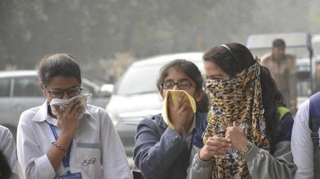 A recent report in the Lancet medical journal said pollution had claimed as many as 2.5 million lives in India in 2015, the highest in the world.(Sakib Ali/HT file photo)