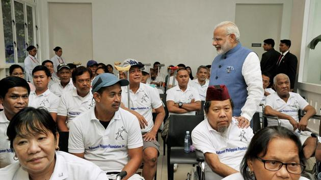 Prime Minister Narendra Modi interacts with the Jaipur Foot beneficiaries, in Manila, Philippines, on Monday.(PTI)