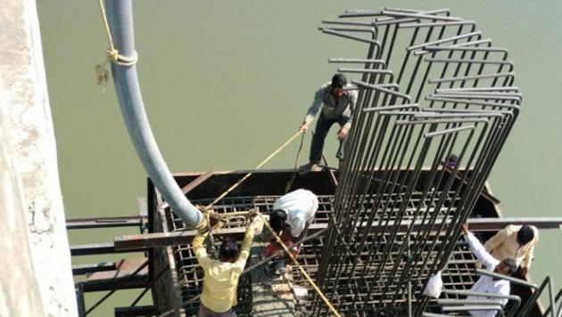 PWD workers repair bridge over Vaitarana River.(HT)
