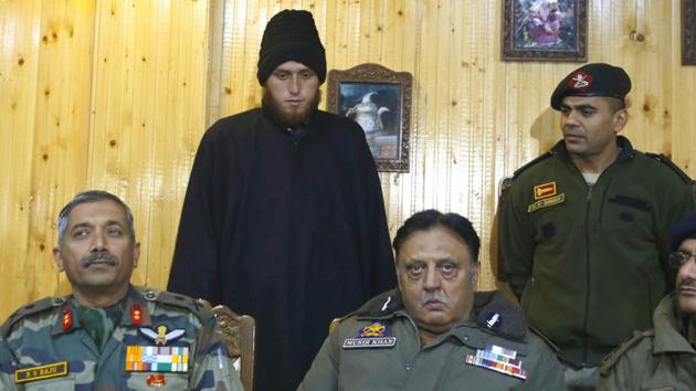 Majid Khan being presented by the army before the media during a press conference in Awantipora on Friday.(Waseem Andrabi/HT)