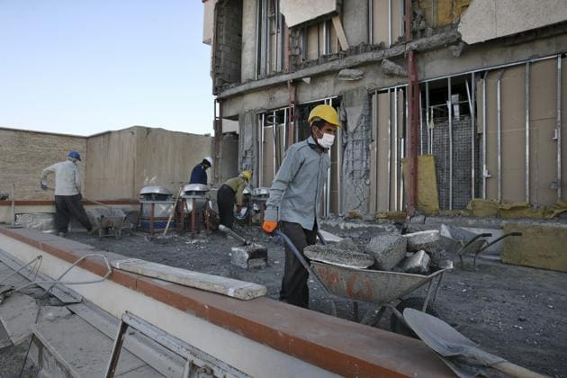 Workers clear debris from the earthquake damaged Imam Khomeini hospital in the town of Eslamabad, western Iran, Thursday, Nov. 16, 2017.(AP)