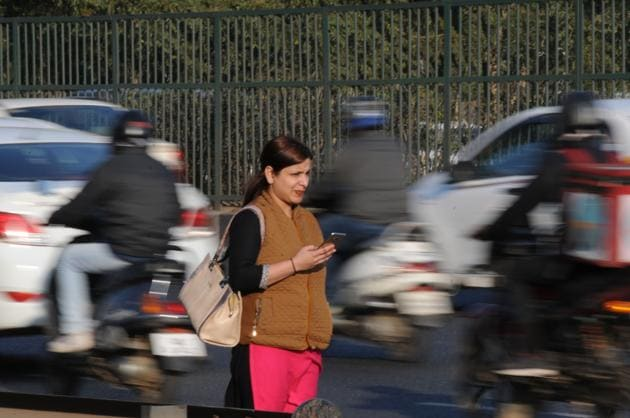 Owing to inadequate public transport service, it is difficult to commute without a car in Gurgaon.(Parveen Kumar/HT FILE)