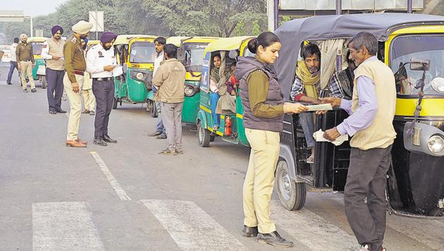 Mohali police checking records of autos and drivers at a naka in Phase 11 on Saturday. As many as 1,500 three-wheelers were checked in Mohali and 2,000 in Chandigarh, a day after a 21-year-old woman was gangraped in Sector 53.(Sushil Prajapati/HT)