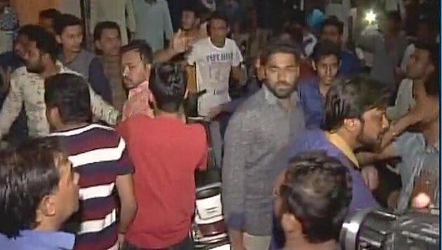 Patidar workers clash with Congress activists in Surat late on Sunday night.(ANI Photo)
