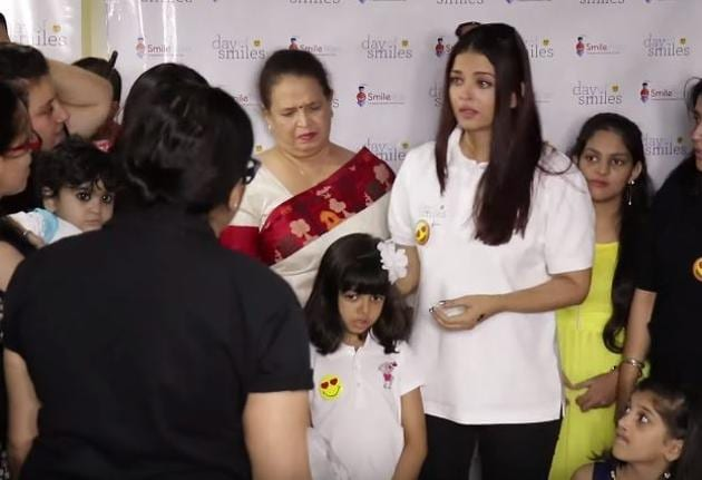 Aishwarya Rai Bachchan repeatedly asked the photographer to not make noise.(YouTube)