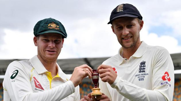 <p>Australia skipper Steve Smith (L) and England captain Joe Root hold a replica Ashes Urn in Brisbane on Wednesday.</p> (AFP)