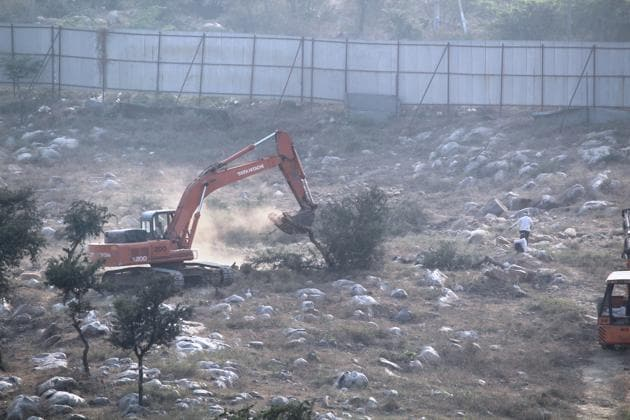 Activists alleged that more than 600 trees were chopped over a 52-acre plot in Faridabad's Sarai Khwaja village.(HT PHOTO)