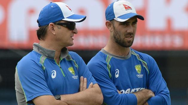 Glenn Maxwell (R) speaks with Australian cricket team selector Mark Waugh during a training session at the Holkar Stadium in Indore on September 23, 2017. Maxwell has been overlooked for the ongoing Ashes series.(AFP)