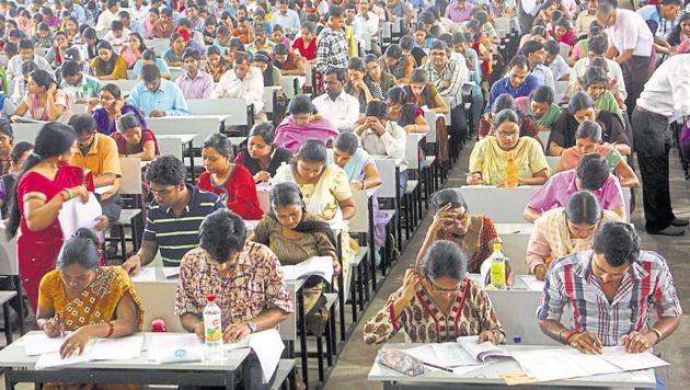 The paradox is that our universities and colleges are full of vacancies yet to be filled. And the aspirants are waiting to be employed. A large amount of talent is untapped and wasted(Diwakar Prasad/HT Photo)