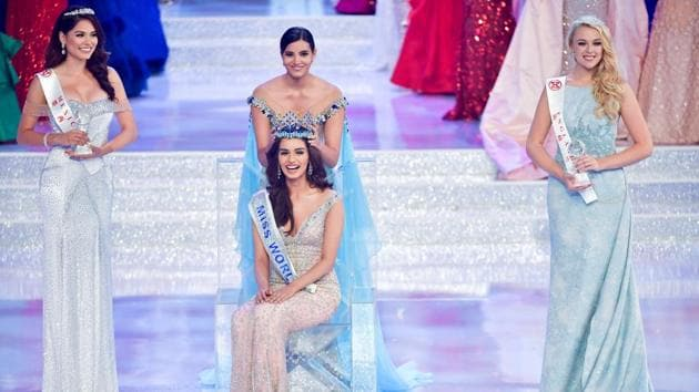 Miss India Manushi Chhillar is crowned as Miss World next to first runner-up Miss Mexico Andrea Meza and second runner-up Miss England Stephanie Hill at the Miss World pageant in Sanya, Hainan province, China November 18, 2017.(REUTERS)