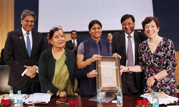 Union minister of state Anupriya Patel(centre) inaugrating the international conference on 'Impact of Environment on Women's Health' in Lucknow.(HT Photo)