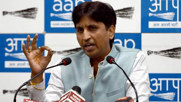 Aam Aadmi Party leader Kumar Vishwas addressing a press conference at AAP office in New Delhi today.(Sushil Kumar/HT PHOTO)