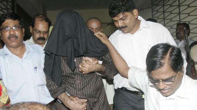 Tahir Merchant, (centre), one of the 1993 Mumbai bomb blasts case accused.(HT File Photo)