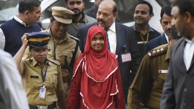 Twenty-four-year-old Hadiya (in red) at the Supreme Court, New Delhi, India, November 27, 2017(Vipin Kumar/HT)