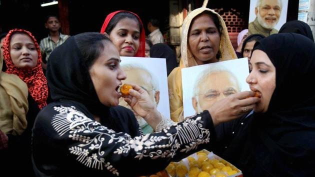 Muslim women celebrate the Supreme Court's decision on 'Triple Talaq' in Mumbai. Activists have long argued Muslim personal law, which remained mostly unchanged, contains provisions biased against Muslim women, often victims of polygamy and the triple talaq system.(PTI File Photo)