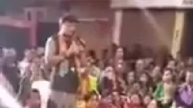 Screengrab of Shailesh Sotta addressing a crowd in Dabhoi.