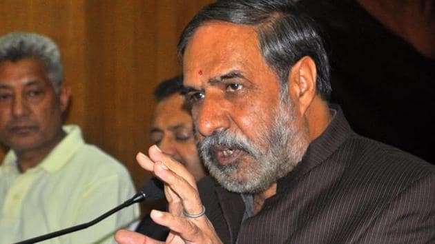 A file photo of Congress MP Anand Sharma. The Congress leader in a tweet said Union minister Arun Jaitley was suffering from selective loss of memory.(HT File Photo)