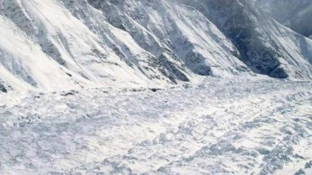 Three soldiers of the Indian Army have gone missing after an avalanche struck the upper reaches in Jammu and Kashmir's Gurez sector.(File Photo)