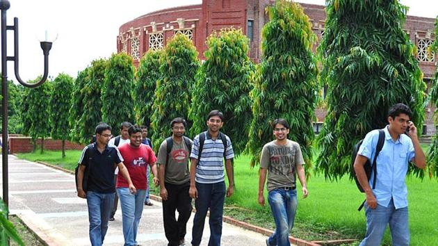 Students on the campus of Indian Institute of Management, Lucknow.(HT Photo)