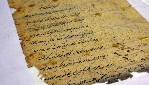 A letter from General Lake Sahib to Zaibun Nisa Baigum dated 8 October 1802 at Delhi archives.(Vipin Kumar/HT PHOTO)