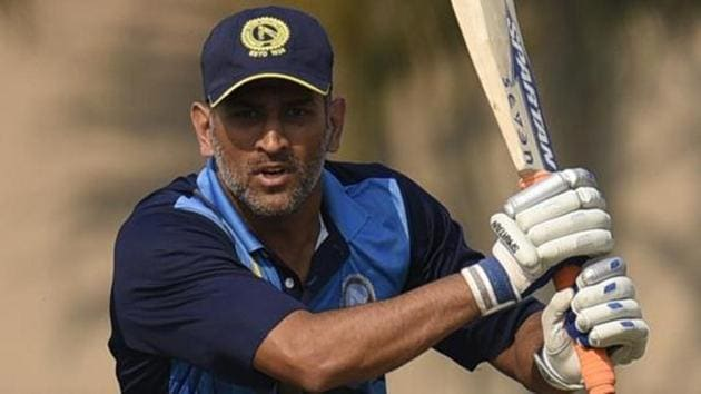 MS Dhoni's first coach Chanchal Bhattacharya said young players from Jharkhand are seeing the ex-India captain as a role model.(Samir Jana/HT PHOTO)