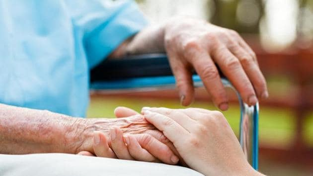 Senior citizens, take note. Being repetitive might be an early sign of dementia