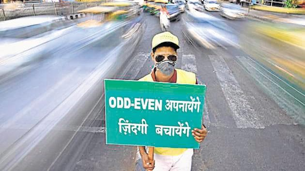 In his letter to Delhi, Haryana, Uttar Pradesh and Rajasthan, EPCA chairman Bhure Lal, has also asked the states to intensify ground-level action to cut down local emissions to prevent another smog episode. )(HT File)