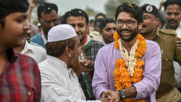 Dalit leader and independent candidate Jignesh Mewani greets people during the election campaign in Gujarat.(Kunal Patil/HT Photo)