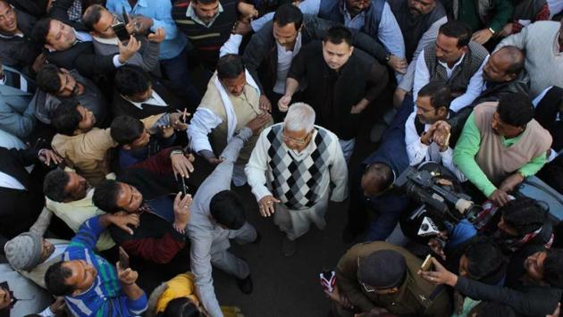 Lalu Prasad Yadav proceeding to appear before a special CBI court in Ranchi.(Parwaz Khan/HT Photo)