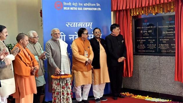 Prime Minister Narendra Modi unveils the plaque to mark the inauguration of Botanical Garden-Kalkaji Metro Line at Botanical Garden, in Noida, on Monday.(PTI)