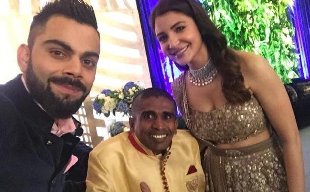 Virat Kohli and Anushka Sharma's wedding reception was attended by Sri Lanka cricket fan Gayan Senanayake on Tuesday.(Twitter/Azzam Ameen)