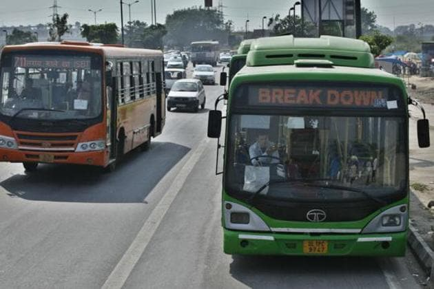 The bus driver, before hitting Yadav, overtook other vehicles, jumped the red light and also drove into a wrong .(HT Photo)
