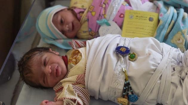 This picture taken on December 26, 2017 shows newborn babies at a maternity ward in the Malalai Maternity Hospital in Kabul.(AFP)