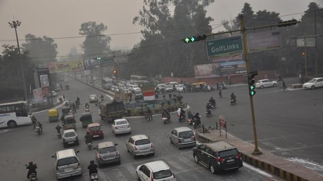 The flyover at Shastri Nagar will span for a length of 940 metres and will be constructed on a single stretch.(Sakib Ali/HT Photo)