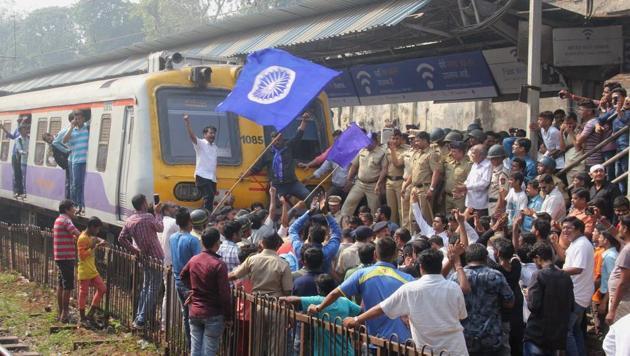 Rail Roko at Dadar station in Mumbai on Wednesday.(Bhushan Koyande/HT)