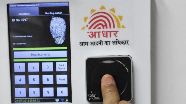 Employees mark their attendance through Aadhaar in the Planning Commission in New Delhi.(HT File)