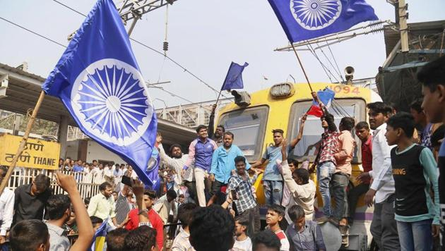 Dalit groups protesting at Thane railway station during the Maharashtra Bandh on Wednesday following clashes between two groups in Bhima Koregaon near Pune(PTI)