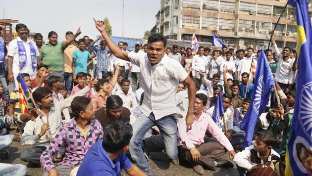 Dalit protesters block a road during the Maharashtra bandh over the Bhima Koregaon violence, in Thane, Mumbai, on Wednesday.(PTI Photo)