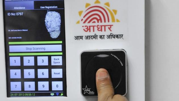 Employees mark their attendance through an Aadhaar-based biometric system in the Planning Commission.(Vipin Kumar/HT Photo)
