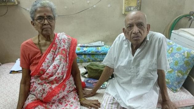 Iravati Lavate, 79, and her husband Narayan, 86. While present laws in the country do not allow active euthanasia, experts told HT the couple would have had a hard time even in countries that do because they don't have any life limiting disease.(HT Photo)