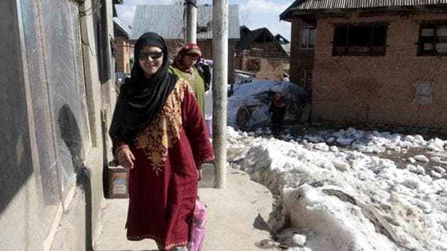 Insha Mushtaq, a girl completely blinded by pellets, sits to study at her home in Sedow in Shopian district.(Waseem Andrabi /HT File Photo)