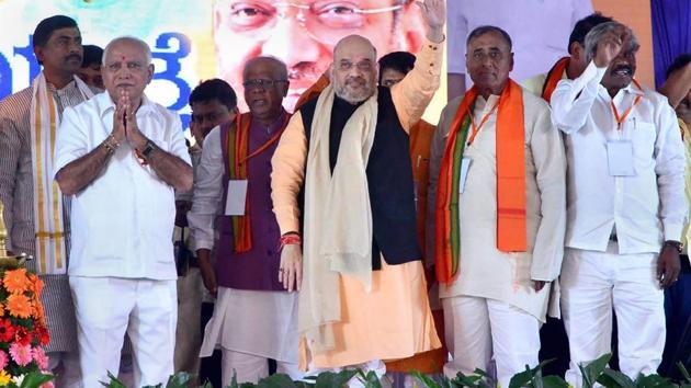 BJP president Amit Shah, and BJP's Karnataka chief BS Yeddyurappa along with other state leaders during the Parivartan Yatra in Chitradurga on Wednesday.(PTI)