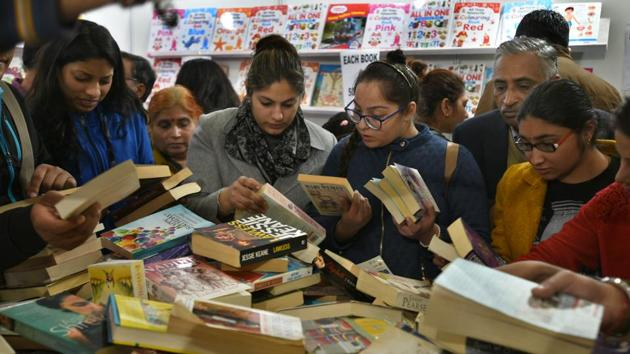 The tribe of readers who prefer a physical book to an ebook is strong and growing.(Sushil Kumar/HT PHOTO)